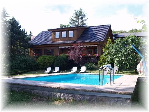 harz ferienhaus wernigerode vi ferienwohnung 1 mit pool. Black Bedroom Furniture Sets. Home Design Ideas